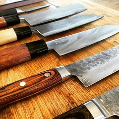 melee weapon(0.0), tableware(0.0), cutlery(0.0), bowie knife(0.0), wood(1.0), weapon(1.0), tool(1.0), kitchen knife(1.0), knife(1.0),