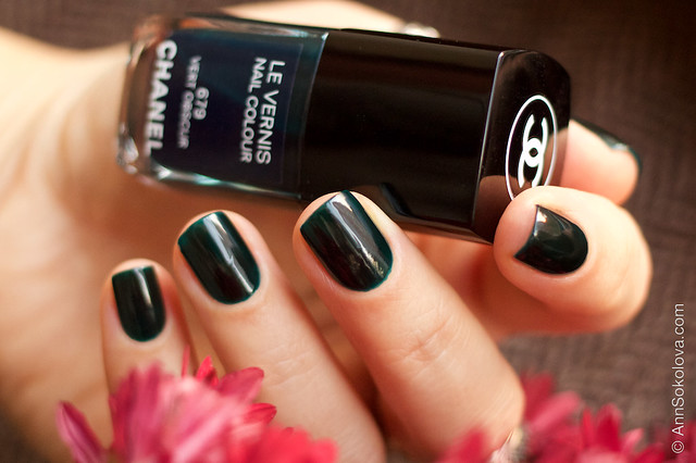 10 Chanel #679 Vert Obscur 2 coats swatches by Ann Sokolova