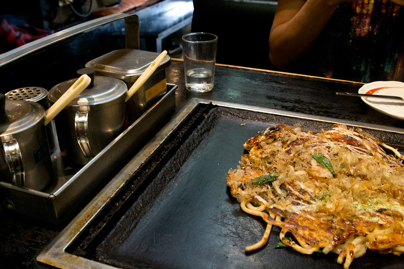Okonomiyaki with sauces on the side | packmeto.com
