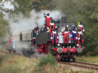 VSM 64 415 met de Sinterklaas aankomst trein. (IN EXPLORE)