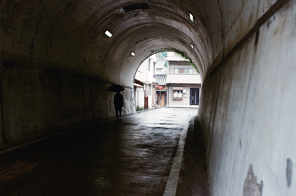 隧道 嚴島(Itsuku-shima)広島 Hiroshima 2015/08/31 一個小隧道。  Nikon FM2 / 50mm Kodak UltraMax ISO400 Photo by Toomore