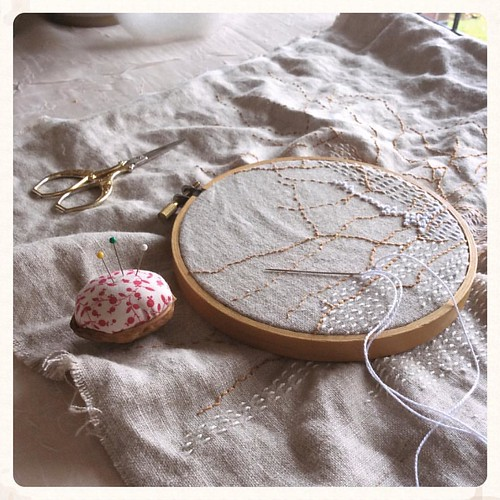 Sunday morning stitching (walnut pincushion by @cozymemories ) #bonniesennott #stitch #embroidery #dailyembroidery