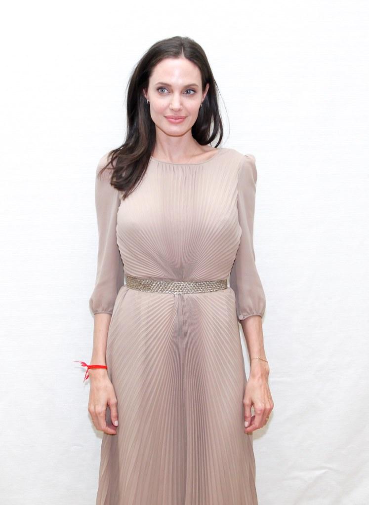 Анджелина Джоли — Пресс-конференция «Лазурный берег» 2015 – 40