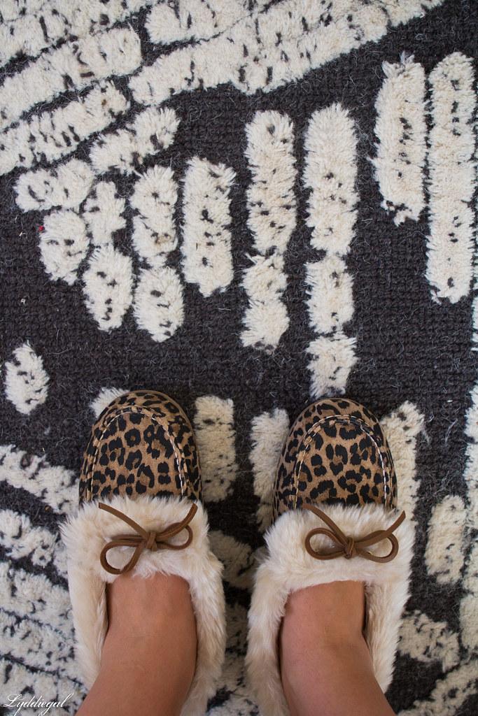 vionic leopard slippers-2.jpg
