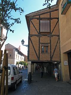 Bilde av Cervantes. building architecture arquitectura edificio construccion timberframing enunlugardeflickr postandbeamconstruction entramadodemadera