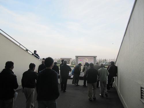 金沢競馬場のスタンド前への通路