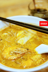 "Laksa (Translated as ""辣沙"" by the res…"