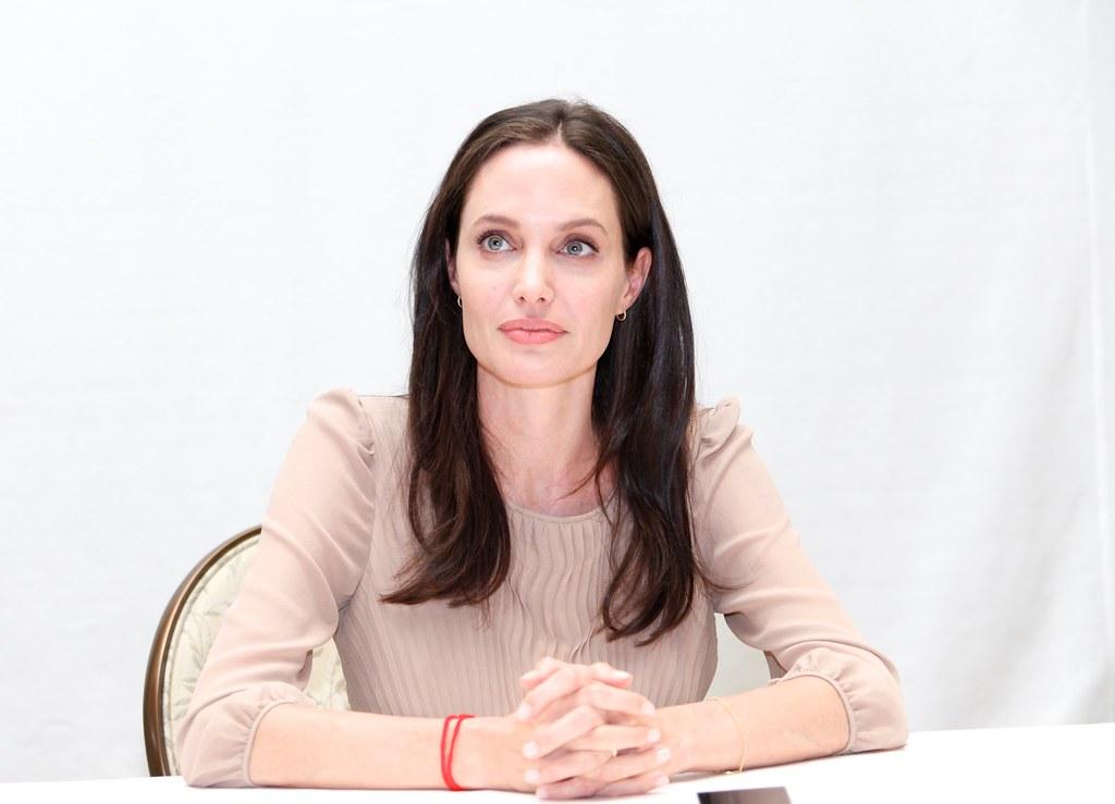 Анджелина Джоли — Пресс-конференция «Лазурный берег» 2015 – 35