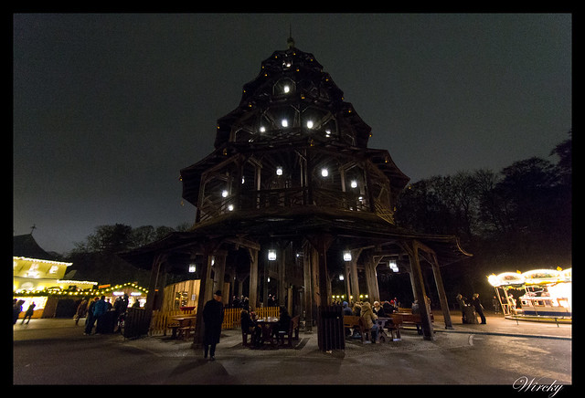 Pagoda del mercado de Navidad Chinesischer Turm de Munich