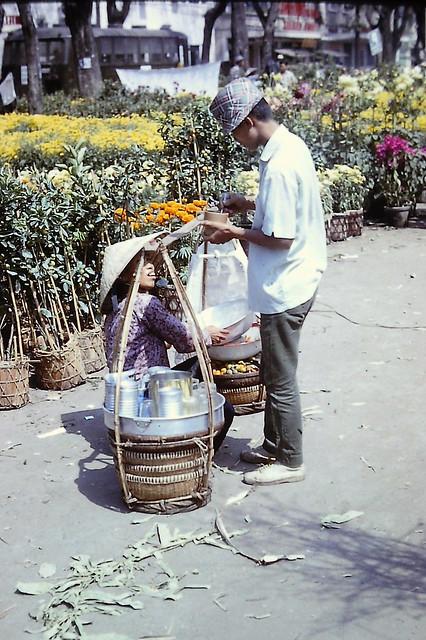Saigon Feb 1967 - Chợ hoa Tết Đinh Mùi đường Nguyễn Huệ