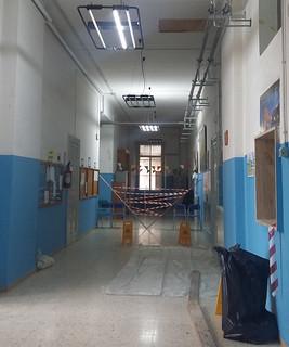 Conversano- calcinacci scuola falcone- Chiusa per ordinanza del sindaco Lovascio