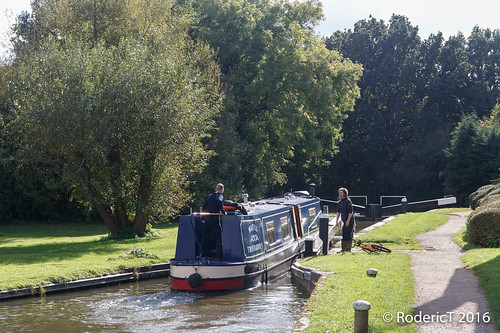 20161009-IMG_8853 Boats Stratford-Upon-Avon To Grand Union Canal Cut Lapworth Warwickshire.jpg