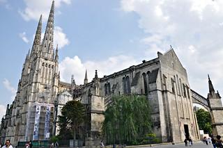 http://hojeconhecemos.blogspot.com/2011/08/catedral-sainte-andre-bordeus-franca.html