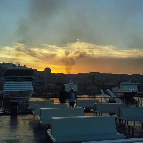 Napoli: tramonto dal traghetto