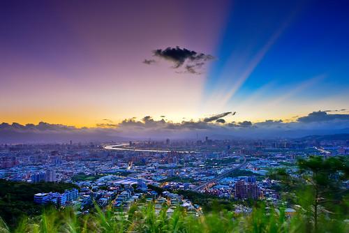 sky sunrise dawn cityscape taiwan rays 台灣 城市 晨曦 日出 shulin 大同山 霞光 晨彩 樹林區 datunmountain newtaipei 新北市 青龍嶺觀景台