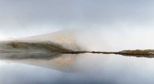 Morning mists - Llyn y Caseg Fraith