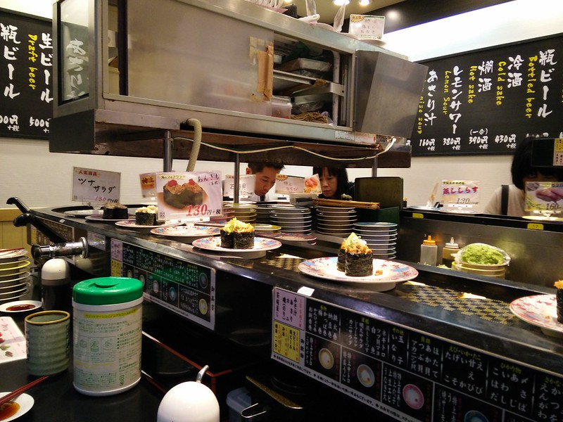 Conveyor belt sushi restaurant | packmeto.com