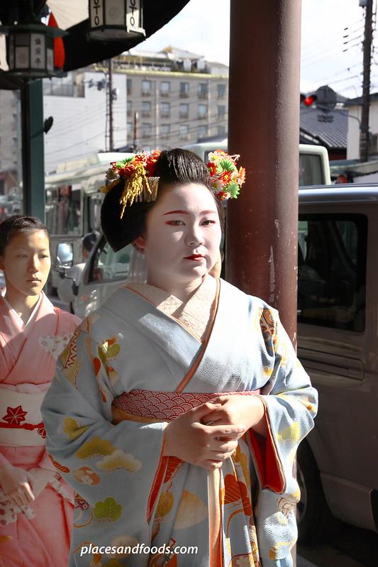 kyoto gion maiko winks