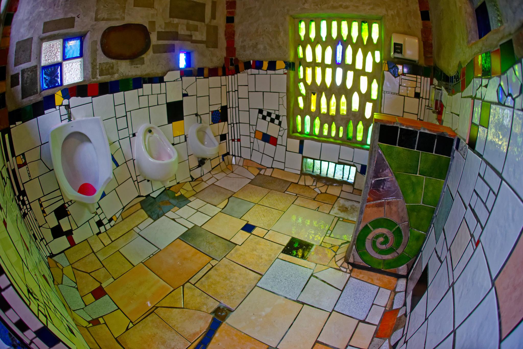 Hundertwasser Kawakawa toilet