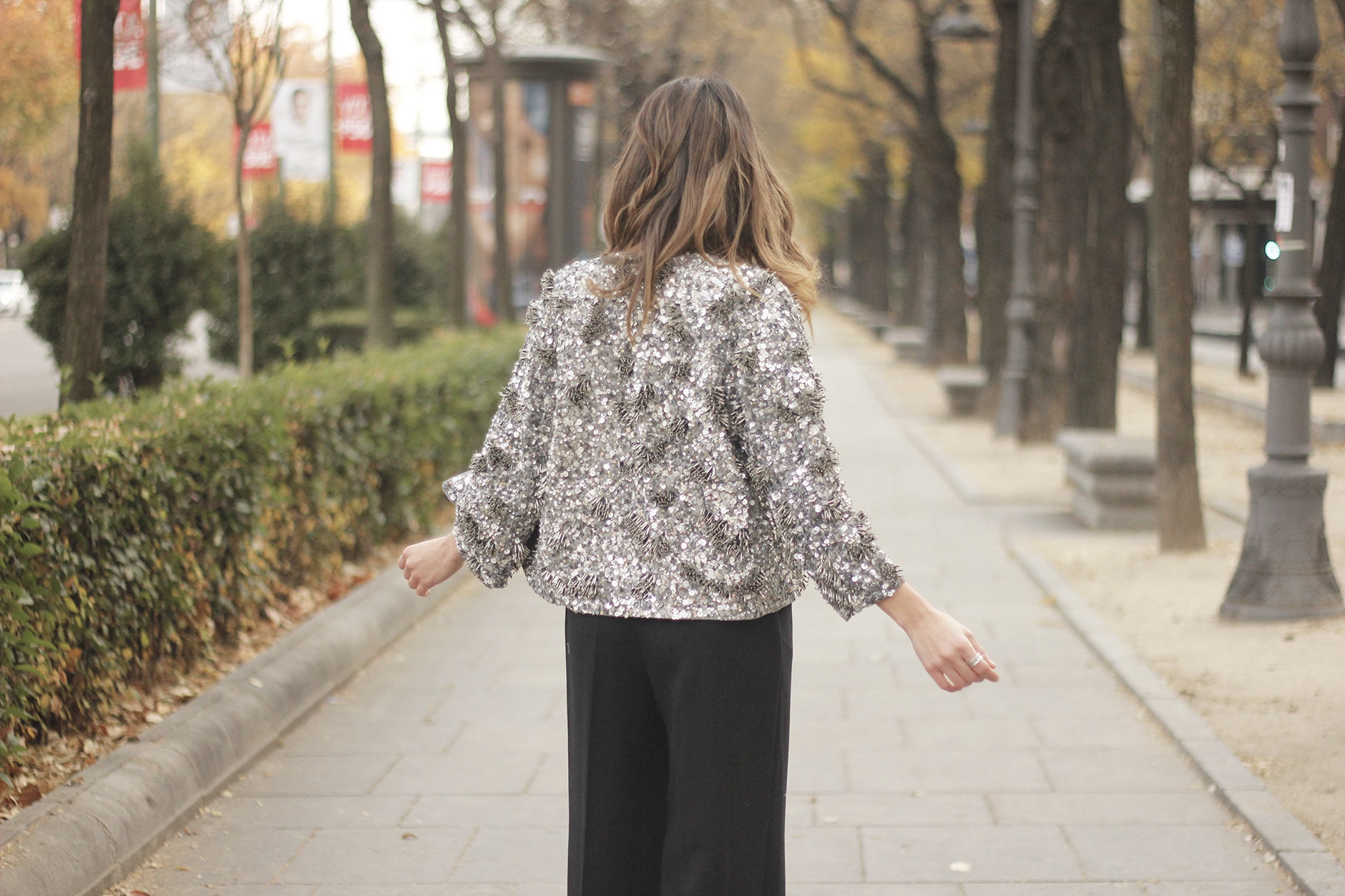 sequined jacket cropped trousers winter outfit black heels accessories streetstyle20