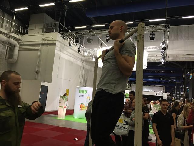 Försvarsmakten tävling, hänga i en stång