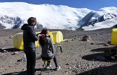Salon de Coiffure au Camp 1 ~ Hairdressing at 4400m