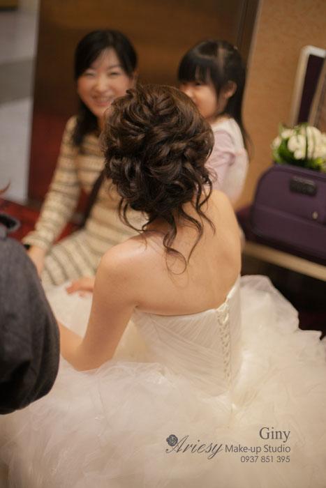 Giny,台北新娘秘書,Ariesy造型團隊,推薦新秘,空氣感編髮,歐美線條盤髮,自然妝感,大小眼調整,鮮花造型,徐州路二號