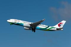 B-5902  Airbus A330-243  CES  KLAX  20161017  008