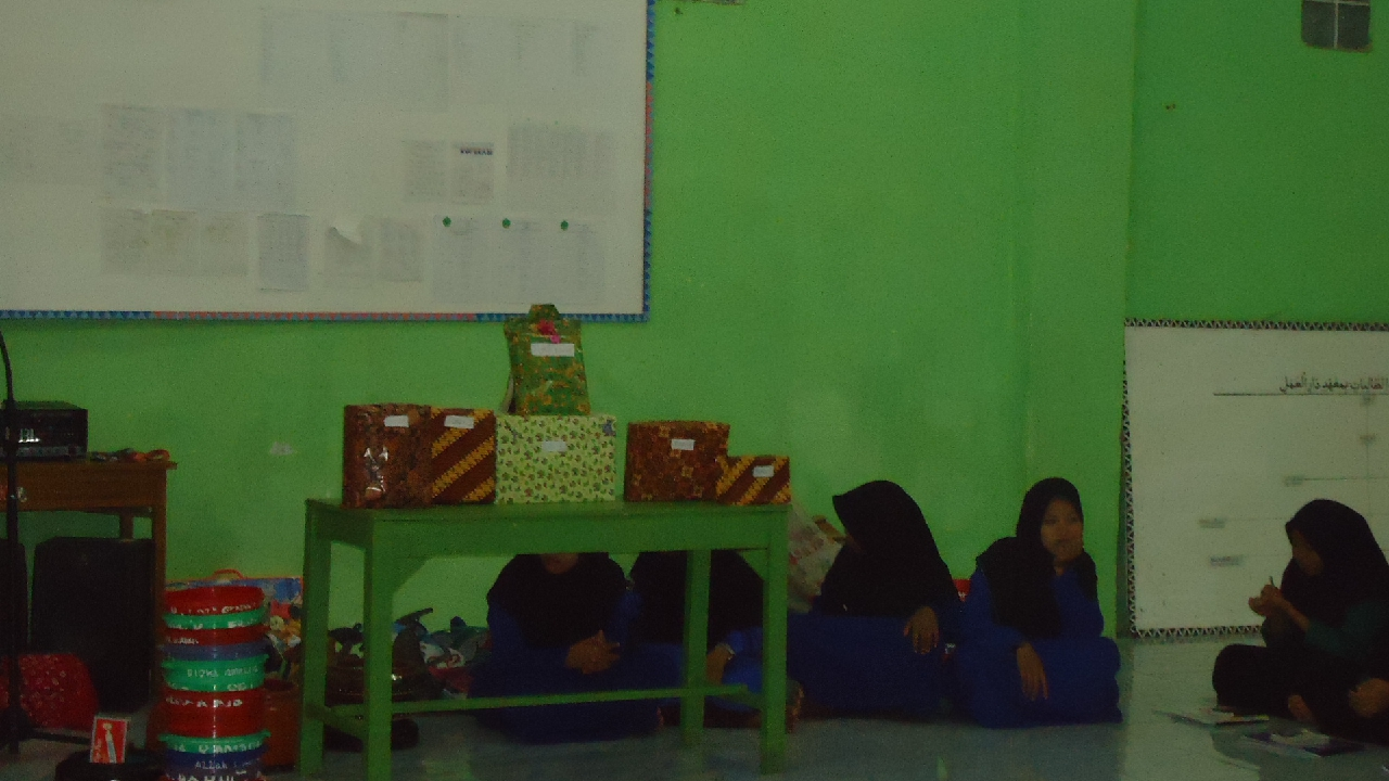 Khizanah Santriwati Paling Rapi Oktober 2016