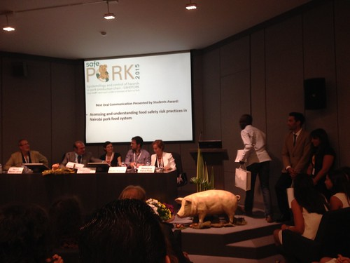 Maurice Murungi receives award for best oral presentation by students at Safe Pork 2015 conference