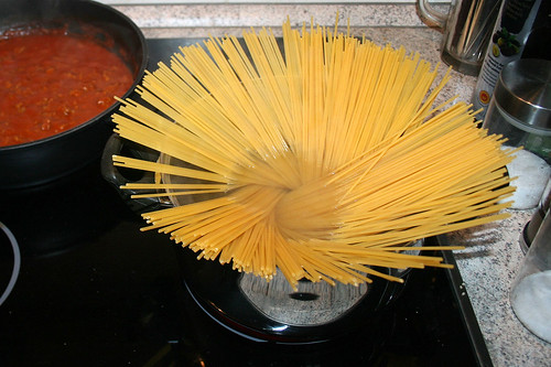 06 - Spaghetti kochen / Cook spaghetti