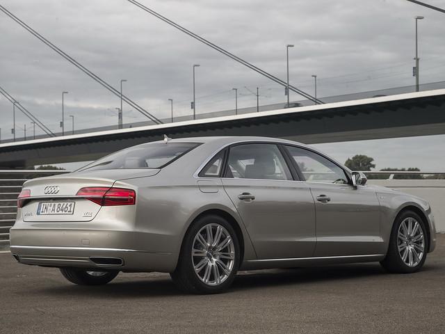 Седан Audi A8