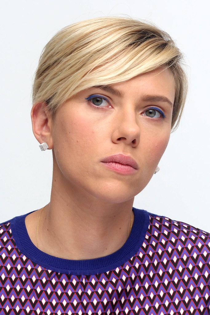 Скарлетт Йоханссон — Пресс-конференция «Мстители: Эра Альтрона» 2015 – 44