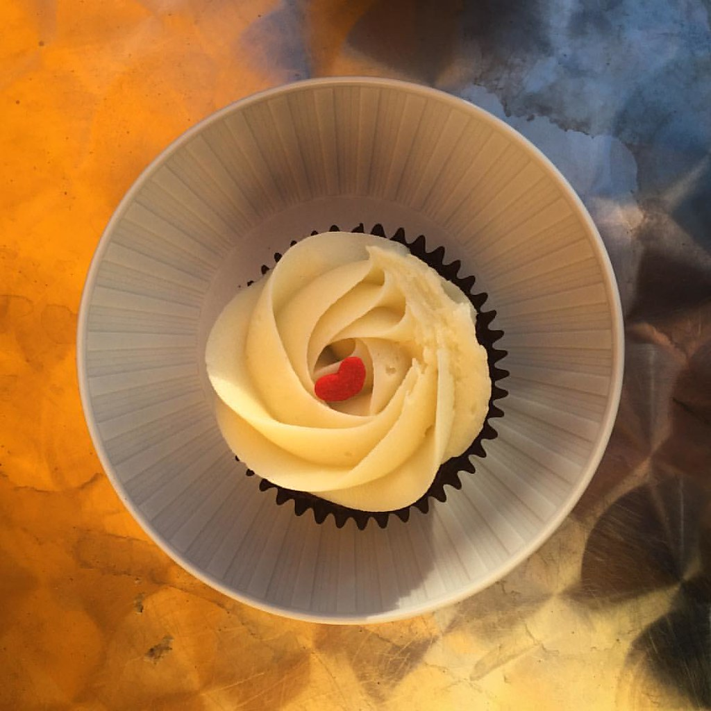 One pretty cupcake. Seems a shame to eat it. #IGDC #lifeiswanderfood