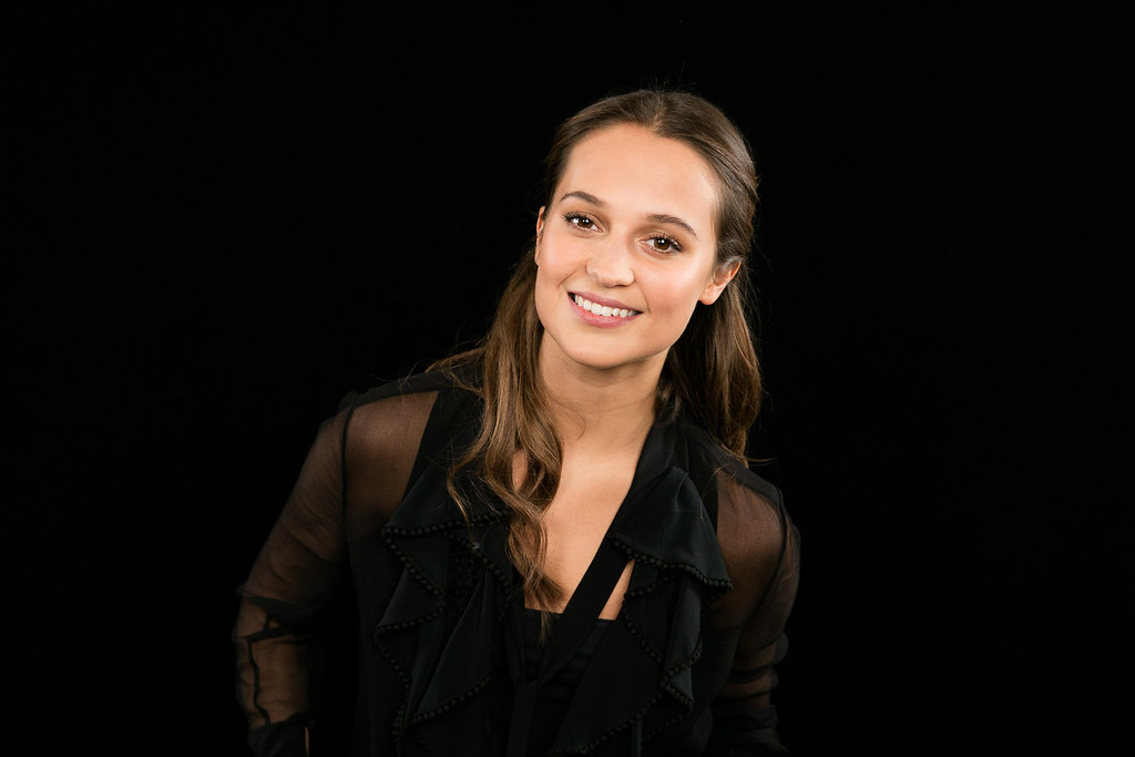 Алисия Викандер — Фотосессия для «AOL Build» 2015 – 3
