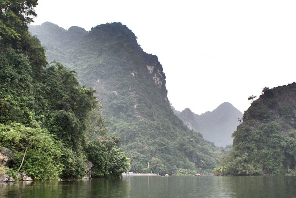 Impressionnant et mystérieux paysage de Trang An près de Ninh Binh au Vietnam