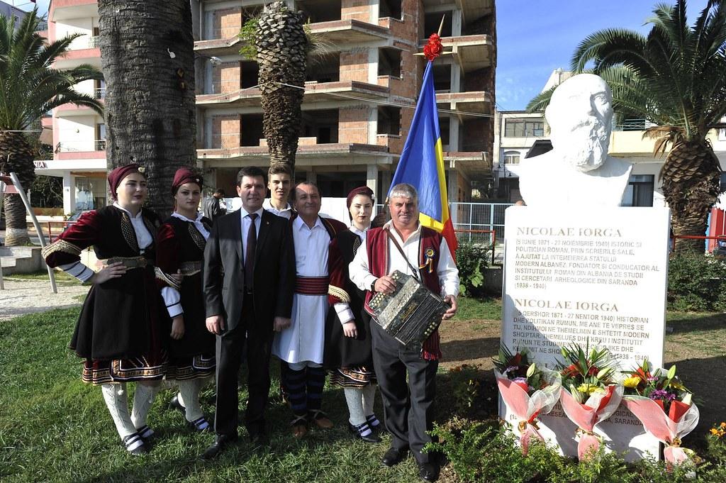 La Sarandë, în Albania s-a dezvelit bustul marelui istoric și politician român Nicolae Iorga (5)