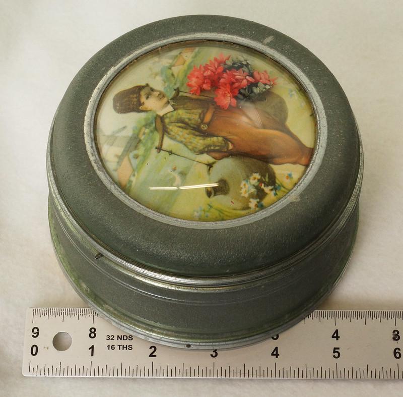 RD15027 Vintage Wind Up Music Powder Trinket Box Dutch Boy Round Aluminum DSC06807