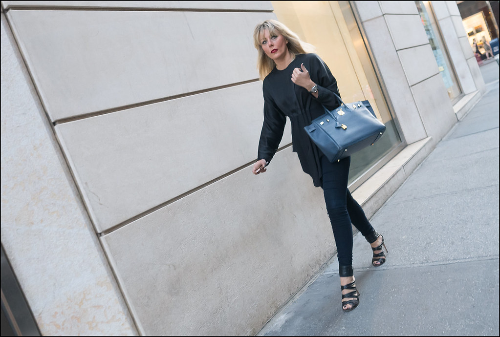 SS8-15  9w black long sleeve center pleated top dark blue jeans high heal black ankle strap sandals blue bag