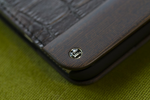 UUNIQUE Wooden Case with Maxi Croc iPhone_02
