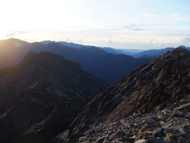 玉山是台灣最高峰,每年吸引國內外登山客攻頂一窺美景。攝影:詹嘉紋。