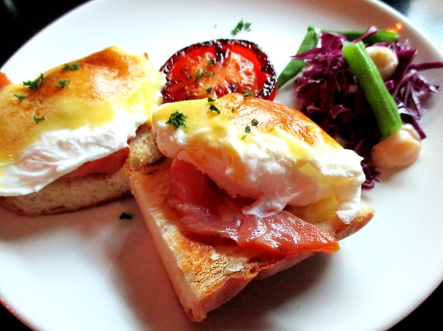 N2 Egg Benedict with smoked salmon