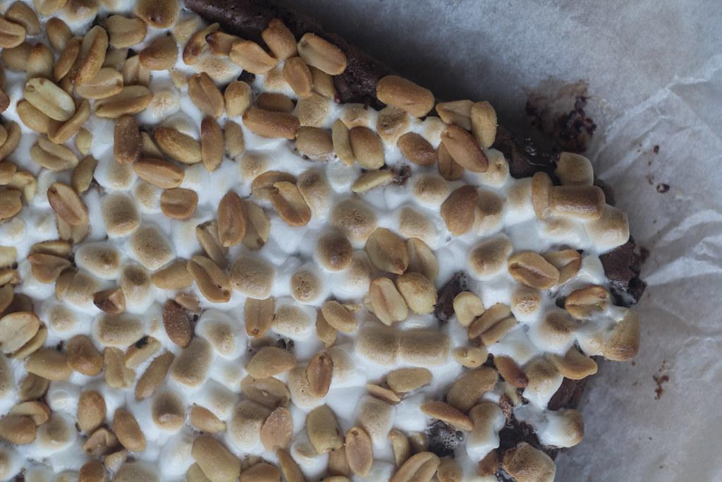 Brownie med skumfiduser og peanuts (19)