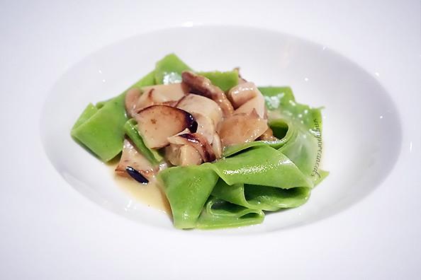 Buona Terra 05 - Pappardelle Verdi ai Funghi Porcini (Green Rucola Pappardelle with Porcini Mushrooms)