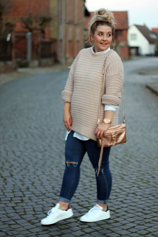 outfit-modeblog-fashionblog-rosa-strickpullover-topshop-jeans-adidas-sneaker-stansmith