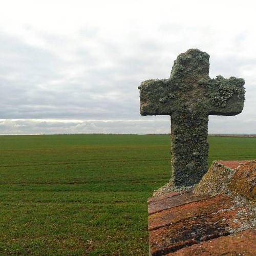 #Castilla #meseta #asceta #castillayleon #salamanca #campocereal #fieldpainting  #cruz #cross #villageliving  #slowliving
