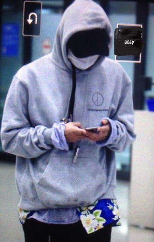G-Dragon arrival Seoul from Hawaii 2016-10-28 (4)