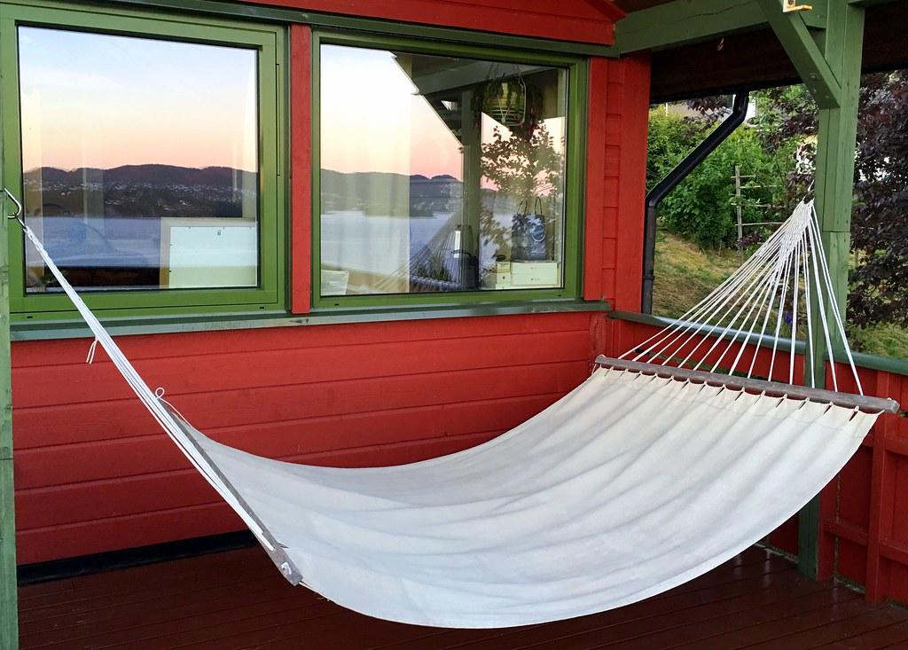 tamara-airbnb-balcony-hammock