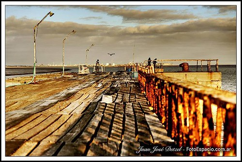 #Rebidio. #Foto #Muelle #Cuatreros #Cerri #Mar #Atardecer #Pájaro#Pescadores #Personas #Sunset #people #bird #fishing #dock