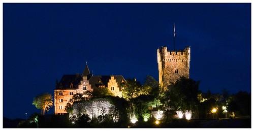 Burg Klopp bei Nacht